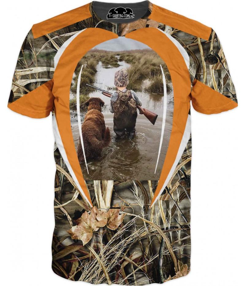 Ловна тениска с дете и куче