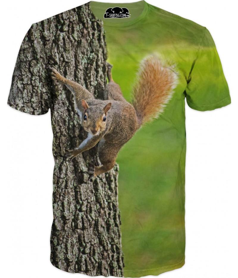 Ловна тениска с катерица на дърво