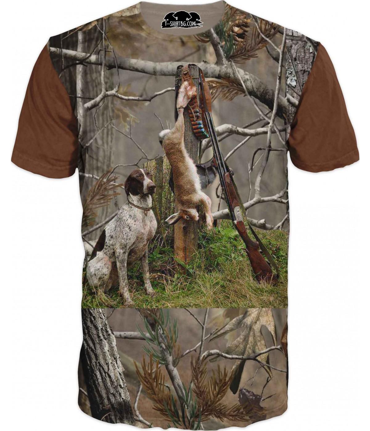 Ловна тениска със заек и куче в гора