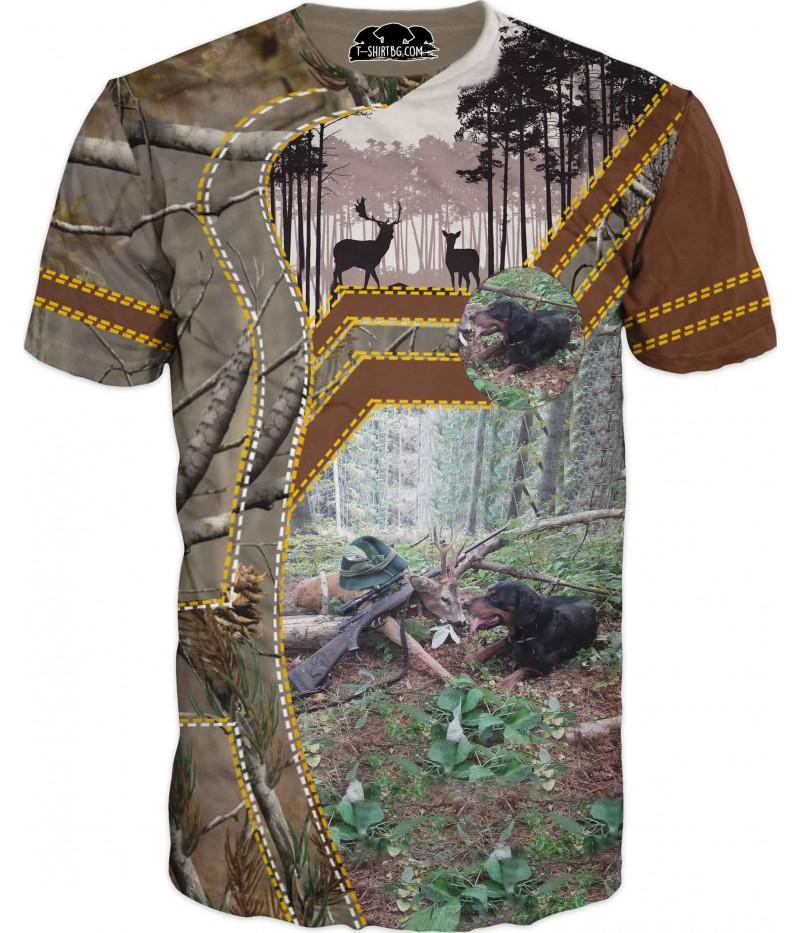 Тениска с куче и елен в камуфлаж