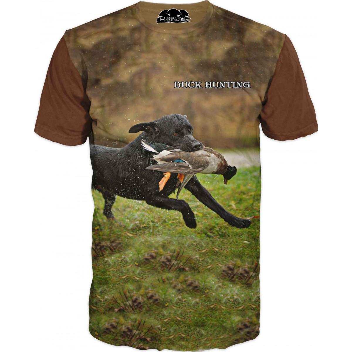 Ловна тениска  - куче лови дива патица