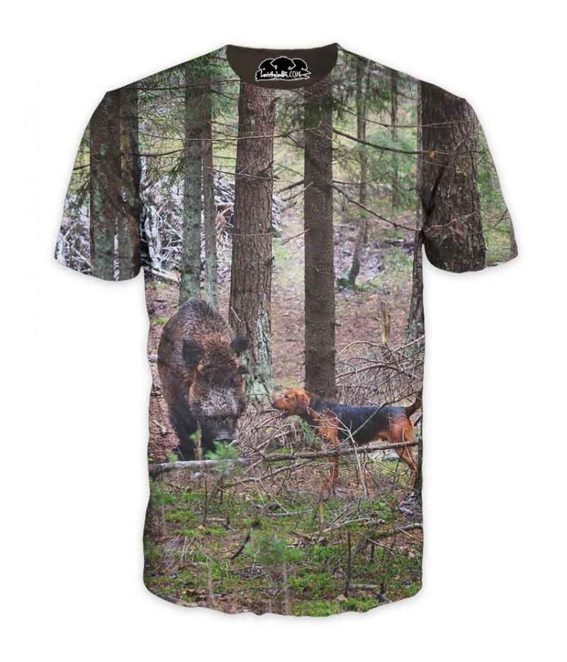 Ловна тениска с глиган и куче в борова гора