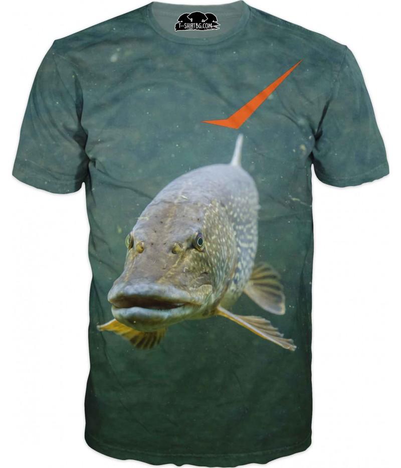 Риболовна тениска с риба във вода
