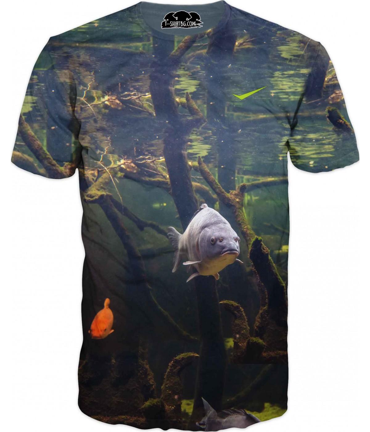 Риболовна тениска с шаран в тъмна вода